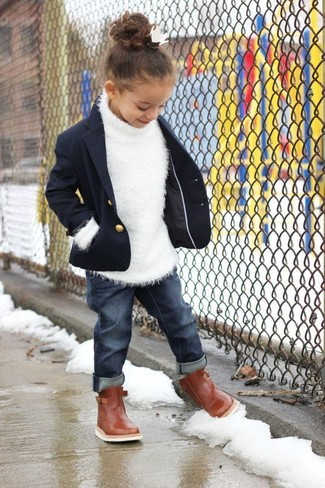 How to wear: navy blazer, white sweater, navy jeans, brown boots