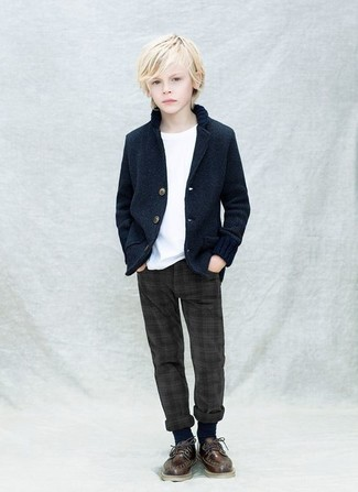 How to wear: navy blazer, white t-shirt, charcoal trousers, dark brown oxford shoes