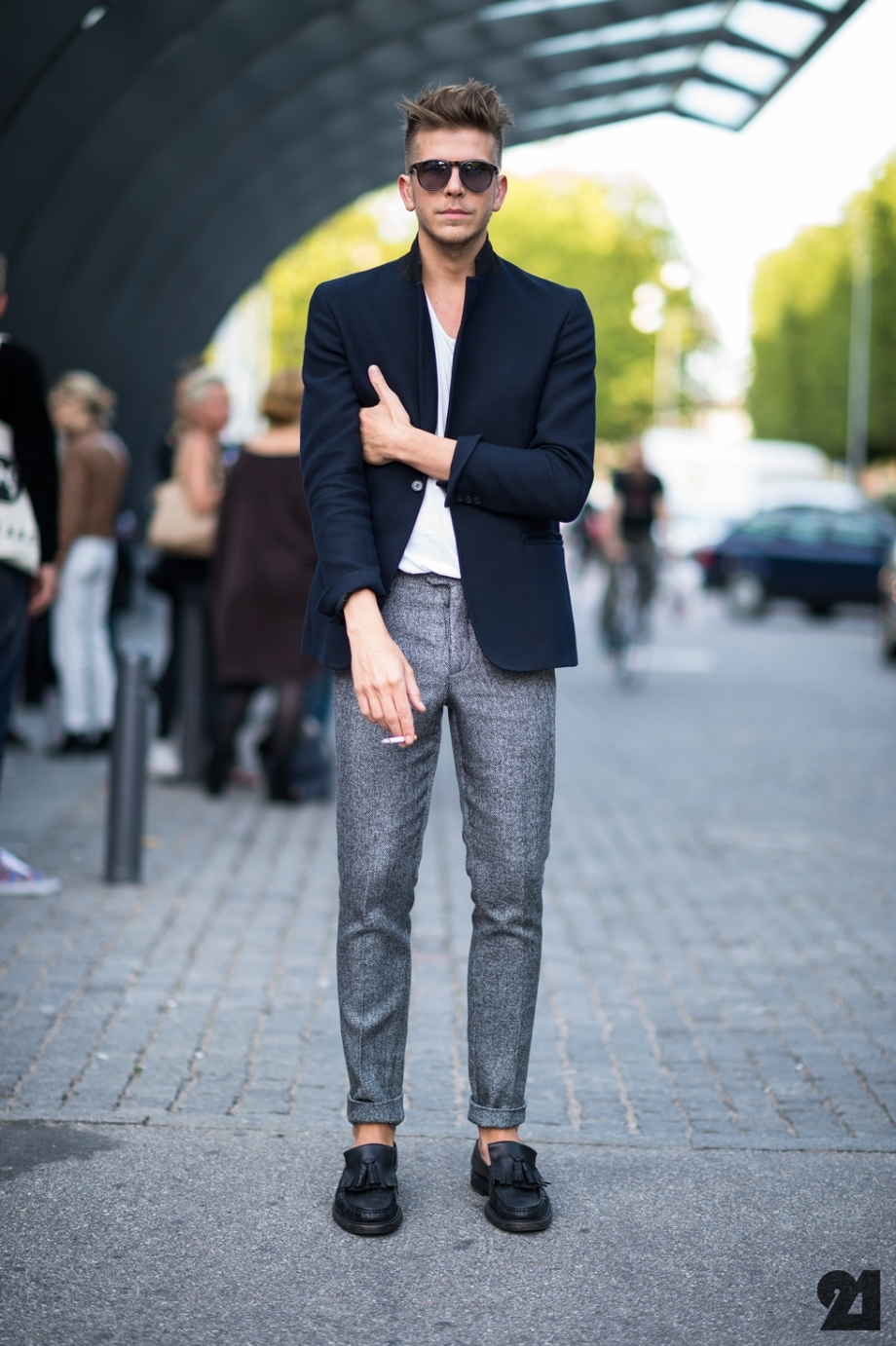 What to Wear with Grey Pants Men Street-Style