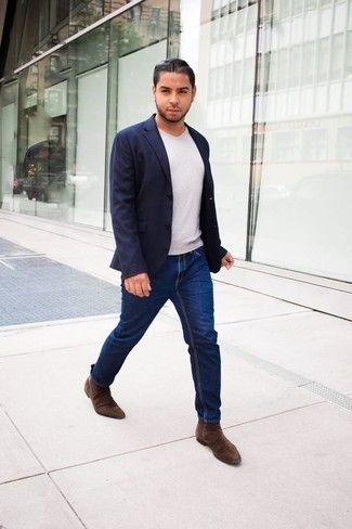 How to Wear a White V-neck T-shirt For Men: This laid-back combination of a white v-neck t-shirt and navy jeans couldn't possibly come across as anything other than incredibly sharp. Shake up this ensemble by slipping into a pair of brown suede chelsea boots.