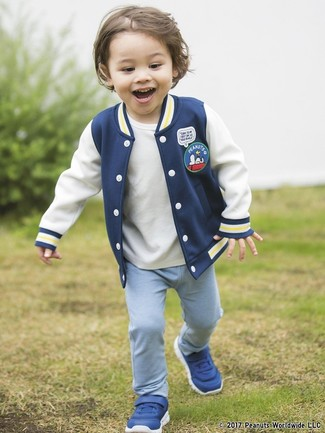 You'll have no problem tempting your little man into wearing this combo of a navy bomber jacket and light blue sweatpants. The obvious footwear choice here is blue sneakers.