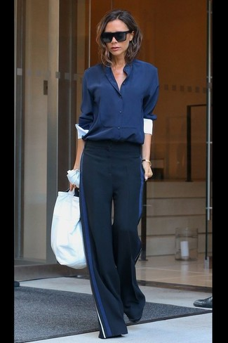 How to Wear Navy Wide Leg Pants: Pairing a navy button down blouse and navy wide leg pants is a surefire way to breathe sophistication into your wardrobe.
