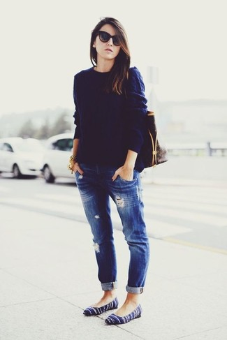 How to wear: navy cable sweater, navy ripped boyfriend jeans, navy suede ballerina shoes, dark brown print leather tote bag