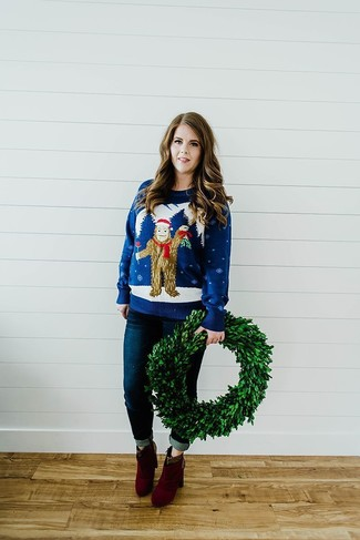 How to wear: navy christmas crew-neck sweater, navy skinny jeans, burgundy suede ankle boots