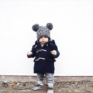 How to wear: navy coat, grey jeans, grey desert boots, grey beanie