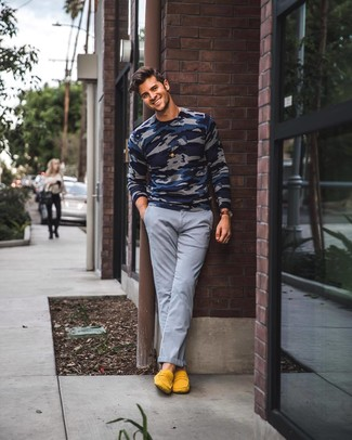 How to wear: navy camouflage crew-neck sweater, grey chinos, yellow suede loafers, dark brown leather watch