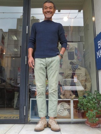 How to Wear a Navy Crew-neck Sweater For Men: Pair a navy crew-neck sweater with mint chinos to exhibit your styling smarts. The whole outfit comes together when you introduce beige suede desert boots to the equation.