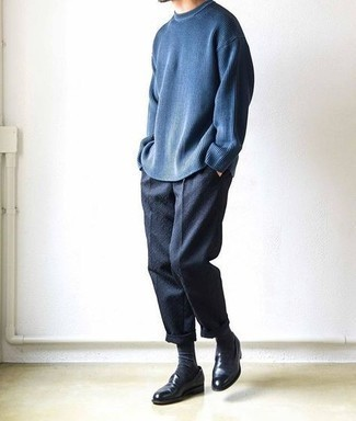 Black Socks Outfits For Men: This off-duty combo of a navy crew-neck sweater and black socks is a tested option when you need to look dapper in a flash. Finishing with a pair of black leather loafers is an easy way to inject an extra touch of style into your look.