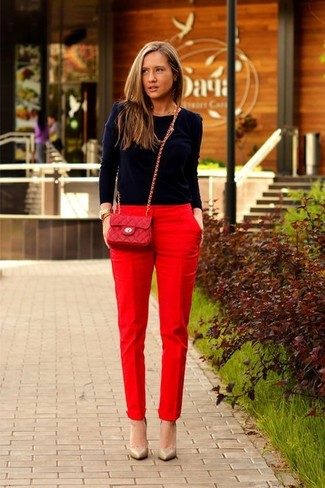 How to wear: navy crew-neck sweater, red tapered pants, tan leather pumps, red quilted leather crossbody bag