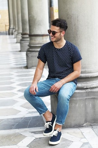 A deep blue polka dot crew-neck tee and blue slim jeans will convey a carefree easy vibe. Look at how well this look is round off with navy low top sneakers. An ensemble like this is just what you need to get in the mood for this summer fashion season.