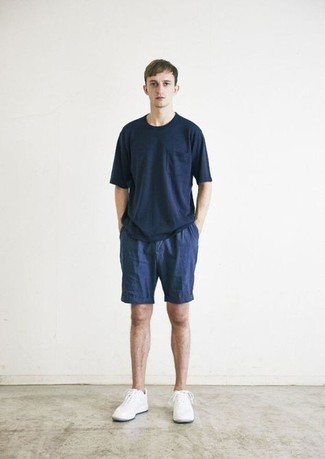 Shorts Outfits For Men: For an outfit that's very easy but can be worn in plenty of different ways, pair a navy crew-neck t-shirt with shorts. To add a mellow vibe to your getup, introduce white athletic shoes to the mix.