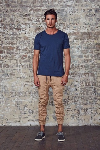 How to wear: navy crew-neck t-shirt, tan sweatpants, charcoal plimsolls