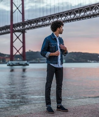 Navy Denim Jacket Outfits For Men: Pair a navy denim jacket with black jeans for a relaxed and stylish outfit. Our favorite of a countless number of ways to finish off this getup is a pair of navy canvas derby shoes.