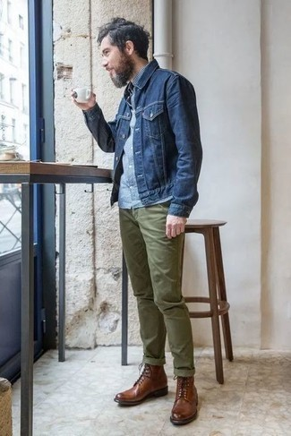 How to Wear Brown Leather Casual Boots For Men: A navy denim jacket and olive chinos combined together are a perfect match. Perk up your look by wearing brown leather casual boots.