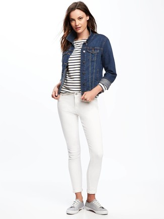 How to wear: navy denim jacket, white and navy horizontal striped long sleeve t-shirt, white skinny jeans, grey canvas low top sneakers