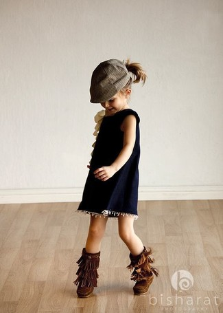 How to Wear Navy Dress For Girls: Teach your child how to look put-together and stylish by suggesting that she go for navy dress. This ensemble is complemented perfectly with dark brown uggs.