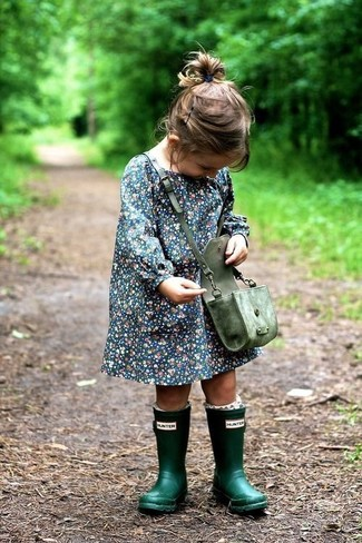 How to Wear Navy Dress For Girls: Suggest that your little one opt for navy dress for an elegant, fashionable look. This style is complemented perfectly with dark green rain boots.