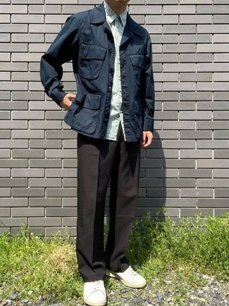 Navy Field Jacket Outfits: Consider wearing a navy field jacket and dark brown chinos to demonstrate your styling smarts. And if you want to immediately play down your look with one single item, why not complement this look with white canvas low top sneakers?