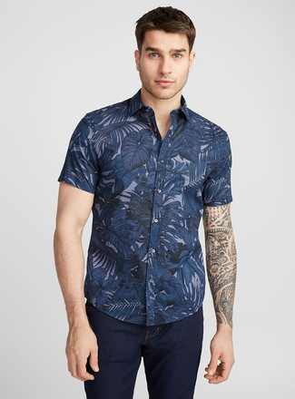 How to wear: navy floral short sleeve shirt, navy jeans