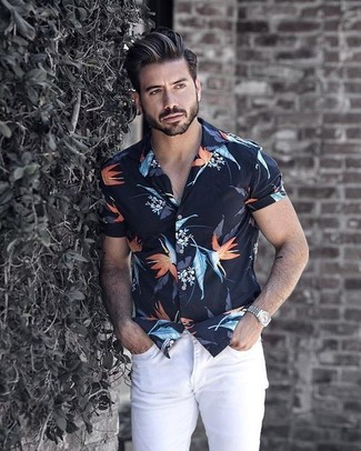 How to wear: navy floral short sleeve shirt, white skinny jeans, silver watch