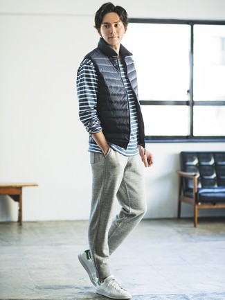 How to wear: navy gilet, navy and white horizontal striped long sleeve t-shirt, grey sweatpants, white leather low top sneakers