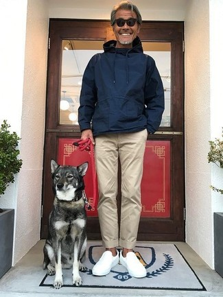 The versatility of a navy hoodie and Dockers Straight Leg Alpha Khaki Pants makes them investment-worthy pieces. Finish off this outfit with white slip-on sneakers. This look is a savvy option when spring sets it.