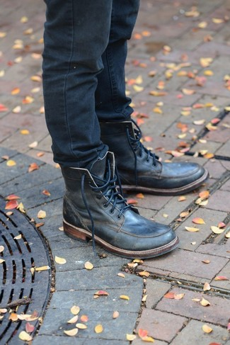 If you wish take your off-duty look to a new level, wear navy jeans. A pair of black leather casual boots will give an elegant twist to your look.
