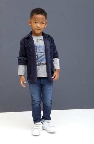 How to Wear a Grey Print T-shirt For Boys: Suggest that your munchkin opt for a grey print t-shirt and blue jeans for a laid-back yet fashion-forward outfit. This getup is complemented well with white sneakers.
