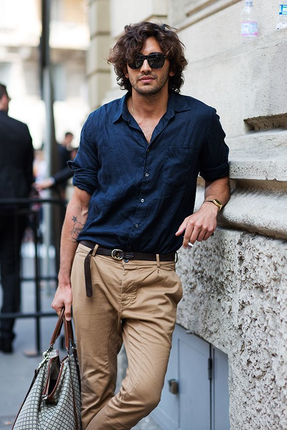 what color shirt to wear with beige pants