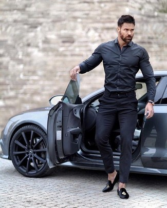Navy Long Sleeve Shirt with Black Velvet Loafers Outfits For Men: A navy long sleeve shirt and navy chinos are an easy way to introduce muted dapperness into your daily styling lineup. Want to break out of the mold? Then why not add a pair of black velvet loafers to the mix?