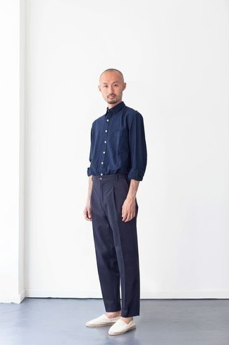 Men's Outfits 2020: A navy long sleeve shirt and navy dress pants are absolute staples if you're picking out an elegant wardrobe that holds to the highest sartorial standards. Don't know how to finish? Add a pair of white canvas espadrilles to the equation for a more laid-back vibe.