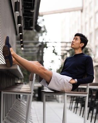 White Shorts Outfits For Men: A navy long sleeve t-shirt and white shorts are a good getup to keep in your off-duty lineup. Navy canvas driving shoes will instantly spruce up even the most casual of looks.