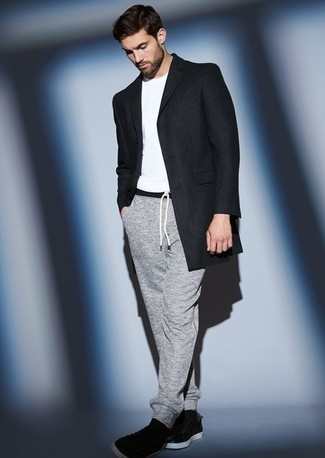 How to Wear Sweatpants For Men: A navy overcoat and sweatpants are a combination that every modern guy should have in his wardrobe. Why not take a more relaxed approach with shoes and complete this ensemble with black leather low top sneakers?