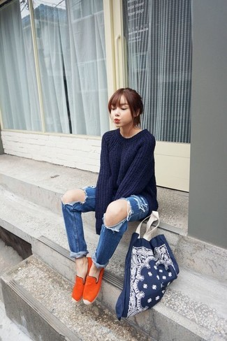 How to wear: navy oversized sweater, blue ripped boyfriend jeans, orange espadrilles, navy canvas tote bag