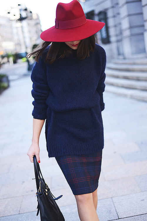 d9b33fa44ed21 How to Wear a Red Wool Hat For Women (47 looks   outfits)