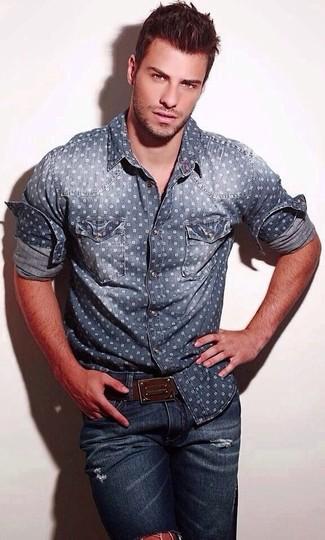 How to wear: navy polka dot denim shirt, navy ripped skinny jeans, dark brown leather belt