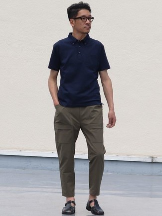How to Wear a Navy Polo For Men: If you're seeking to take your off-duty fashion game up a notch, wear a navy polo with olive cargo pants. To add an element of stylish nonchalance to your outfit, add a pair of black leather sandals to the equation.