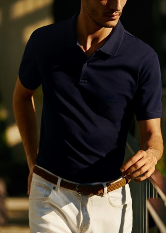 This pairing of a navy polo and white jeans will enable you to keep your off-duty style clean and simple. As this getup shows, you can't think of a better idea for hot weather.
