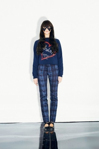 How to wear: navy print crew-neck sweater, navy plaid skinny pants, black leather ballerina shoes