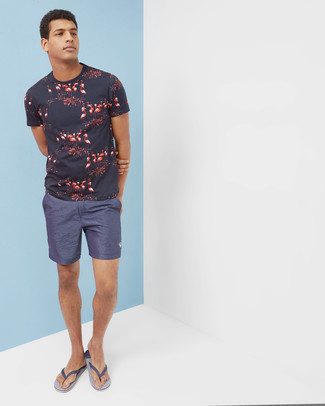 Navy Shorts Outfits For Men: This relaxed casual combo of a navy print crew-neck t-shirt and navy shorts is ideal when you need to look good but have no extra time to dress up. And if you wish to instantly play down this ensemble with shoes, add navy rubber flip flops to the equation.