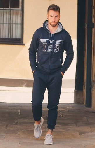 How to wear: navy print hoodie, navy sweatpants, grey athletic shoes