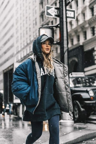 How to Wear a Cap For Women: For a casually stylish outfit, wear a navy puffer jacket and a cap — these items fit nicely together.