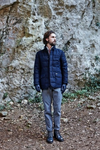How to wear: navy puffer jacket, light blue chinos, navy leather casual boots, navy leather gloves