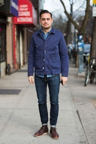 Blue Denim Short Sleeve Shirt Outfits For Men: This combo of a blue denim short sleeve shirt and navy jeans epitomizes versatility and stylish comfort. A pair of dark brown leather desert boots easily ramps up the fashion factor of your outfit.