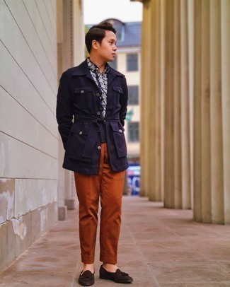 Navy and White Floral Shirt Outfits For Men: A navy and white floral shirt and tobacco dress pants are among the key elements of a functional menswear collection. Finishing off with a pair of dark brown suede tassel loafers is a surefire way to add some extra zing to your outfit.