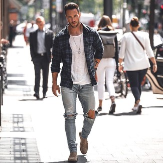 How to wear: navy plaid shirt jacket, white crew-neck t-shirt, light blue ripped skinny jeans, brown suede chelsea boots