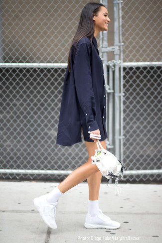If you're a fan of classic pairings, then you'll like this combination of a navy shirtdress and a white leather bucket bag. Why not add white athletic shoes to the mix for a more relaxed feel? A look like this is perfect for unpredictable spring weather.