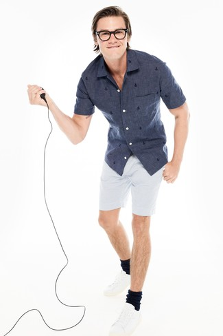 How to wear: navy chambray short sleeve shirt, white seersucker shorts, white leather low top sneakers, black socks