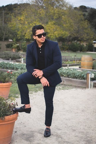 Men's Looks & Outfits: What To Wear In 2020: This combination of a navy suit and a black polo looks sophisticated, but in a modern way. To add elegance to your ensemble, round off with black leather loafers.