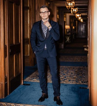 How to Wear a Navy and White Floral Shirt For Men: This elegant combo of a navy and white floral shirt and a navy suit will prove your sartorial expertise. Here's how to lift up this outfit: black leather oxford shoes.
